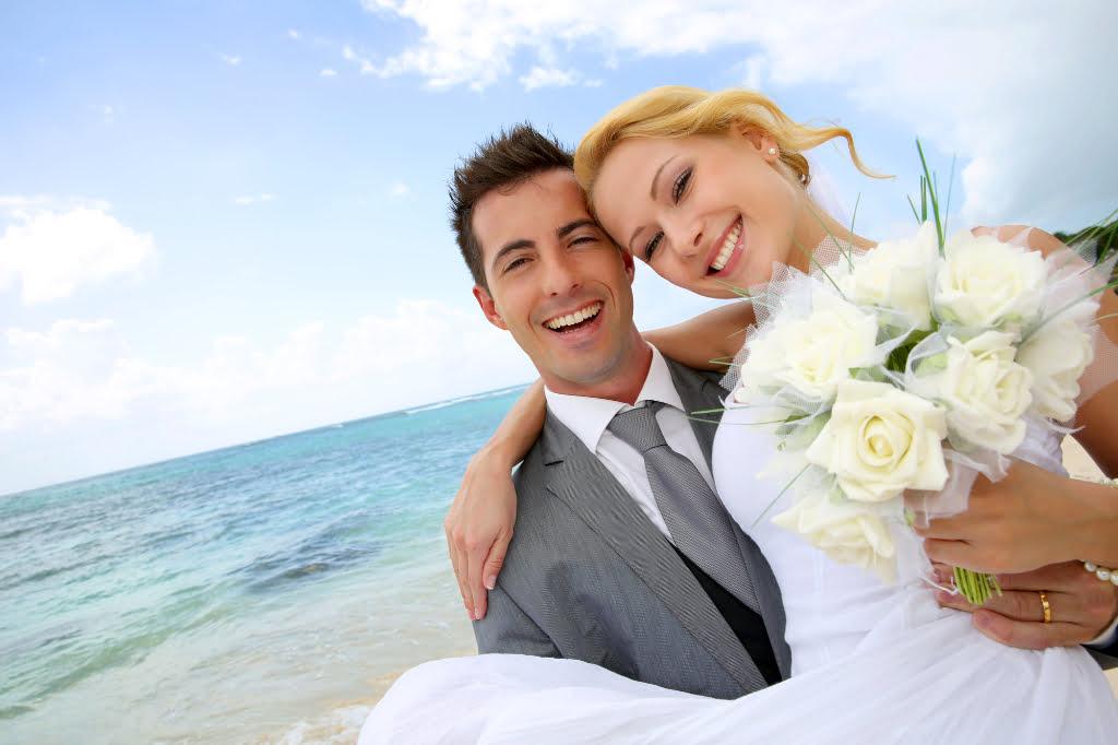 top-3-reasons-to-avoid-the-diy-beach-wedding-path