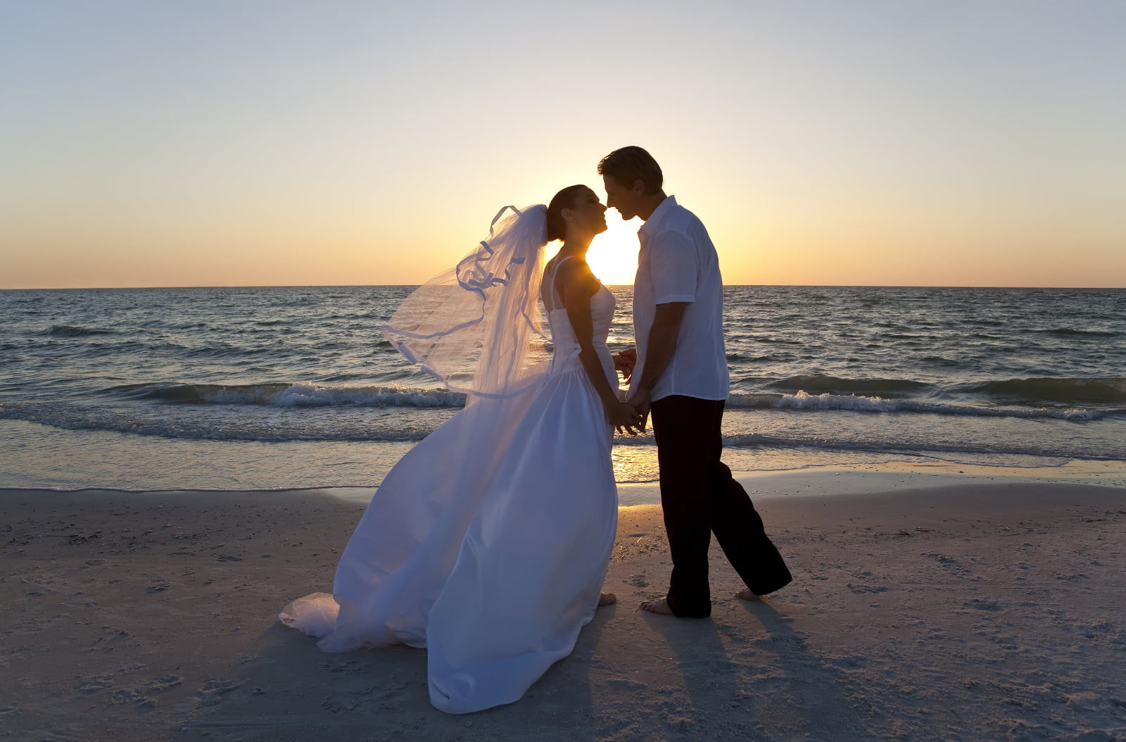 How to Make a Beach Wedding Affordable