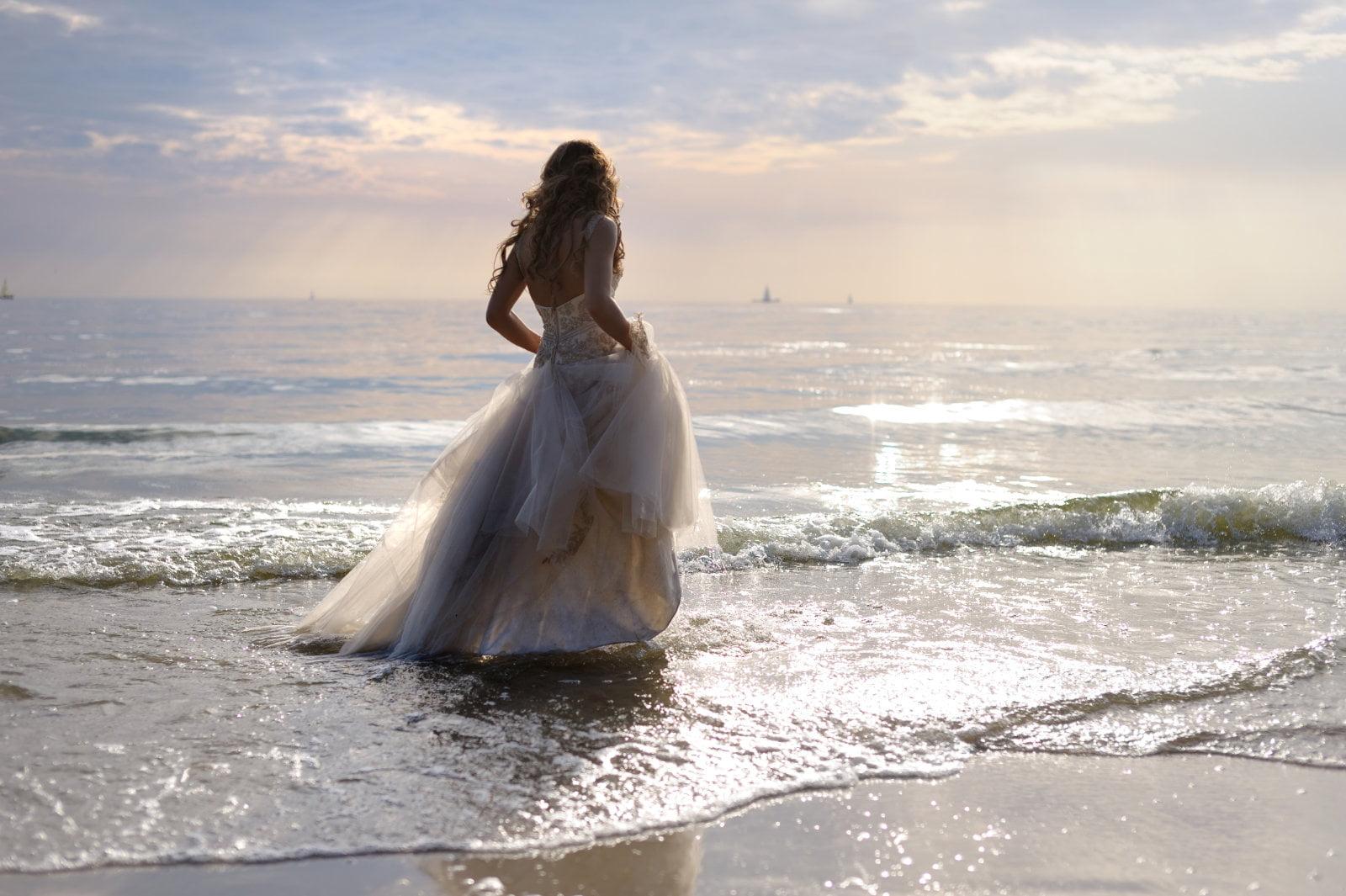 Tips on How to Take Perfect Beach Wedding Photos