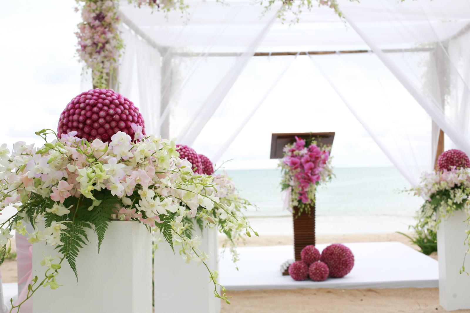 3 Beach Wedding Decorating Essentials