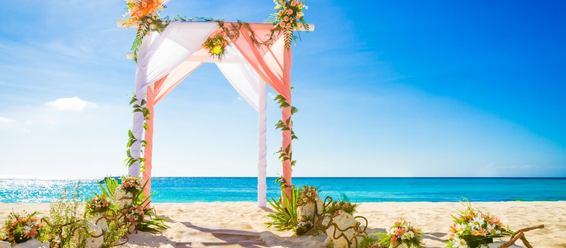 11 Beach Wedding Ideas to Spice Up Your Big Day